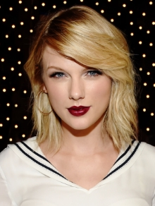 Taylor Swift lança mais uma música inédita '...Red For It'