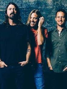 Foo Fighters anuncia quem é a estrela pop que participa do novo disco