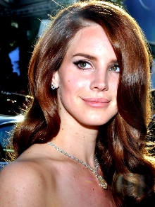 Depois de todo mistério, Lana Del Rey lança clipe de 'White Mustang'