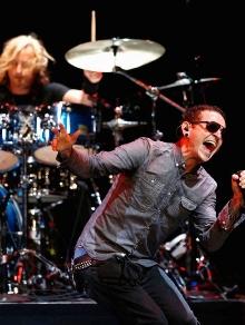 Linkin Park divulga clipe em homenagem a Chester B e prepara show