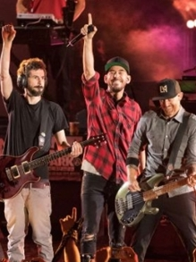 Linkin Park faz show emocionate para Chester Bennington. Foi incrível