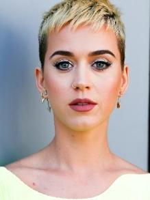 Katy Perry confirma show no Brasil para março