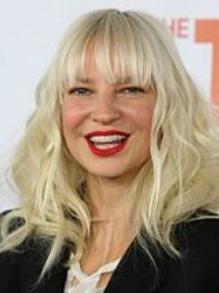 Sia lança mais um clipe de Natal. Assista ao fofo 'Candy Cane Lane'