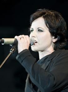 Morre cantora Dolores O'Riordan, do The Cranberries. Veja aqui