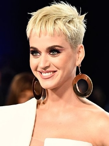 Katy Perry é a primeira mulher a bater 15 bilhões de views no youtube