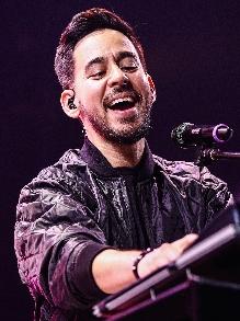 Mike Shinoda, do Linkin Park, lança EP em homenagem a Chester