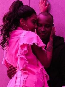 Ludmilla dá um chega mais em Thiaguinho no clipe da música 'Só Vem'