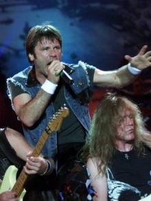 Crianças cantam Iron Maiden, Rammstein, Rianna e Freddy Mercury