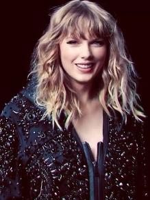 Taylor experimenta ser invisível no clipe da música Delicated