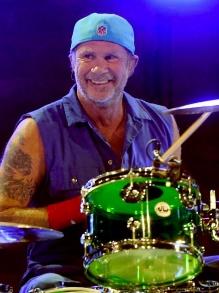 Chad Smith, do Red Hot Chili Peppers, dá aulão de bateria. Veja tudo aqui