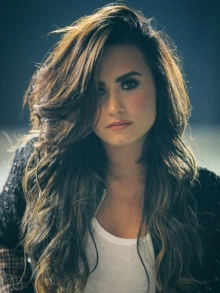 Demi Lovato confirma adiamento de turnê no Brasil para novembro