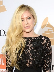 Avril Lavigne finaliza última música do novo álbum