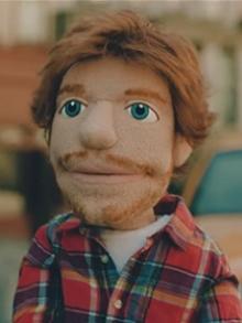 Ed Sheeran vira boneco em clipe da música 'Happier'. Veja aqui