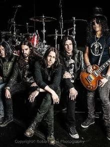 Guns fará uma pausa e Slash lançará disco novo e sairá em miniturnê