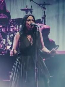 Evanescence faz cover de Beatles e Ozzy Osbourne em show