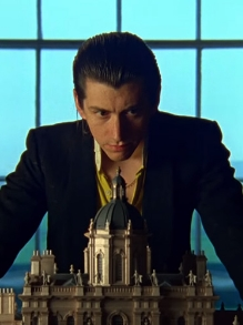 Arctic Monkeys lança clipe da faixa  'Tranquility Base Hotel & Casino'