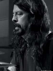 Dave Grohl, Foo Fighters, libera documentário com faixa de 25 minutos