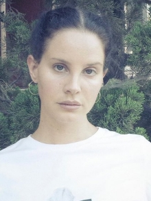Lana Del Rey lança clipe da nova Mariners Apartment Complex