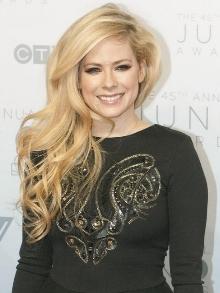 Avril Lavigne, que faz 34 anos hoje, libera clipe de música nova