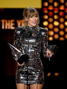 Taylor Swift é a dona da noite no Amercian Music Awards. Veja o que rolou