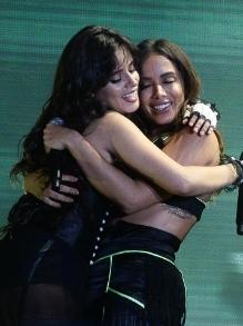 Anitta participa e arrasa no show de Camila Cabello em São Paulo
