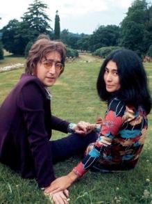 História de John Lennon e Yoko vai virar filme. Saiba tudo aqui