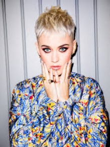 Katy Perry faz versão linda da música 'Waving Through a Window'