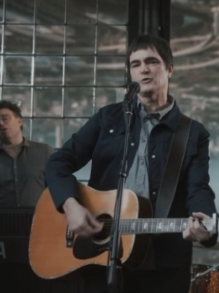 Skank lança clipe fofo da faixa nova 'Algo Parecido'