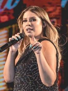 Marília Mendonça lança clipe da música nova 'Passa Mal'