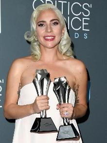 Agora deu! Lady Gaga leva troféus de melhor atriz e melhor música