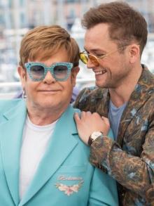Trilha sonora da cinebiografia de Elton John é liberada. Veja aqui