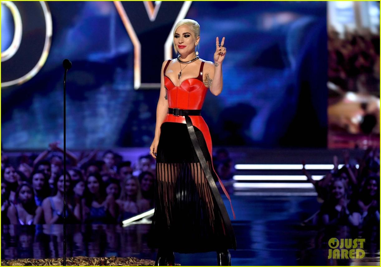 foto: 1 - Lady Gaga leva mais um prêmio de melhor atriz e Ludmilla lança clipe novo