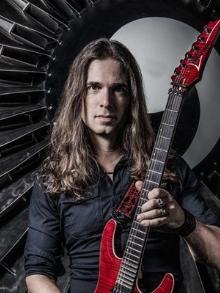 Guitarrista brasileiro Kiko Loureiro, que está no Megadeth, faz palestra