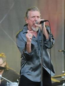 Roberto Plant, do Led Zeppelin canta hino da banda. Veja aqui