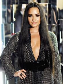 Demi Lovato completa 27 anos hoje. Reveja alguns duetos da cantora