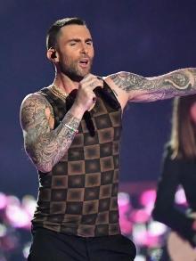 Maroon 5 lança clipe intimista em homenagem a empresário