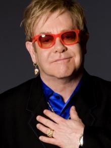 Polêmica autobiografia de Elton John chega amanhã e fala de Michael Jackson