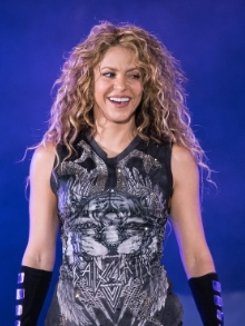 Shakira libera vídeo cantando sucesso do Green Day
