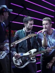 Coldplay lança disco duplo com transmissão ao vivo