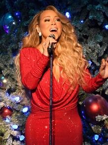 No clima: Mariah Carey e Ellie Goulding cantam músicas de Natal