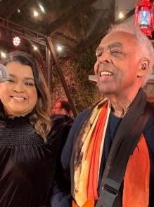 Gilberto Gil ganha um clipe lindo de 'Andar com Fé' com diversos artistas