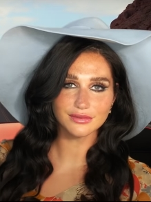 Kesha lança clipe engraçado com participação do seu gato