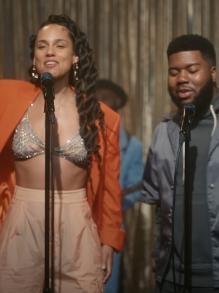 Alicia Keys lança música linda com Khalid e clipe fofo. Veja aqui