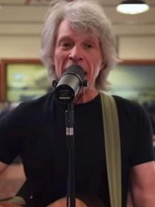 Bon Jovi faz live com Kings of Suburbia e canta Black Eyed Peas e mais
