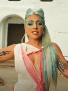 Lady Gaga lança clipe perturbador para a faixa '911'. Assista aqui