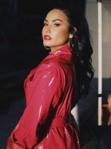 Demi Lovato termina noivado e lança música