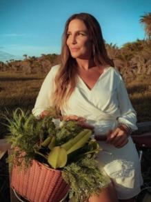 Ivete Sangalo lança 'Dura na Queda'e estreia como diretora do clipe