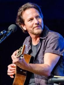 Eddie Vedder, do Pearl Jam, faz 56 anos hoje (23). Veja curiosidades