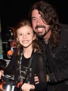 Dave Grohl, do Foo Fighters, libera música que ele fez para a filha