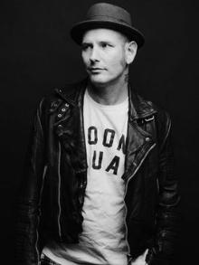 Corey Taylor, vocalista do Slipknot, lança versão acústica de música solo